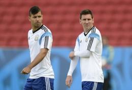 """S. Aguero bandys įtikinti L. Messi prisijungti prie """"Man City"""""""