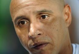 """R.Carlosas: """"R.Benitezas geras treneris, bet aš būsiu geresnis"""""""