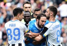 """Serie A: """"Napoli"""" ir Milano klubai pralaimėjo, """"Viola"""" sužaidė lygiosiomis, o Romos derbyje triumfavo """"giallorossi"""" (VIDEO)"""