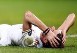 """""""Milan"""" teks nusileisti ant žemės - dešimtyje pralaimėta """"Genoa"""" klubui (VIDEO)"""