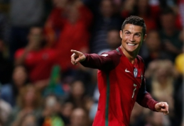PČ atranka: C. Ronaldo įmušė fantastišką įvartį, belgai sutraiškė Gibraltarą, o prancūzai sutriuškino olandus (VIDEO)