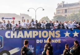 Pasaulio čempionų sutikimas: žaidėjų dainos ir iš medžių krentantys sirgaliai (VIDEO, FOTO)
