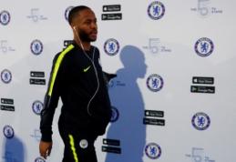"""Rasistiškai R. Sterlingą įžeidinėję """"Chelsea"""" fanai sulauks bausmės"""