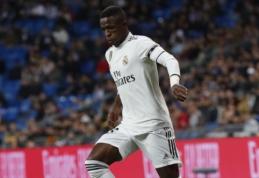 """Krenta kaip lapai: Madrido """"Real"""" į Seviliją greičiausiai vyks be Viniciaus"""