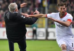 """Varžovų trenerį ant žemės paguldęs """"Eintracht"""" kapitonas sulaukė griežtos bausmės"""