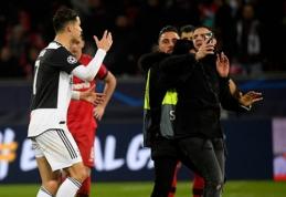 Už kaklo sugriebtas C.Ronaldo kaip reikiant įniršo