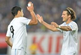 """D.Forlanas: L.Suarezas gali žaisti """"Real"""" komandoje"""
