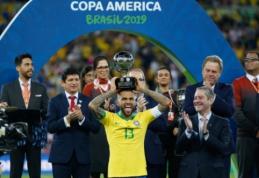 """D. Alvesui ribų nėra: 36-erių brazilas pripažintas geriausiu """"Copa America"""" turnyro žaidėju"""