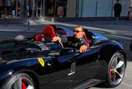 """Į Stokholmo gatves prabangiu """"Ferrari"""" išriedėjęs Z. Ibrahimovičius sulauks juokingos baudos"""
