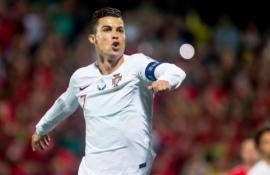 """""""Forbes"""" patvirtino: C. Ronaldo – pirmasis futbolininkas istorijoje, uždirbęs milijardą"""