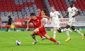 """Rimto pasipriešinimo sulaukęs """"Bayern"""" žengė į Vokietijos taurės finalą"""