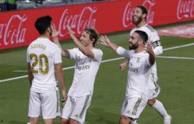 """""""Real"""" pergalės prieš """"Valencia"""" fone – įspūdingas K. Benzema įvartis ir M. Asensio sugrįžimas"""