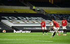 """B. Fernandeso smūgis nuo 11 metrų žymos nulėmė lygiąsias su """"Tottenham"""""""