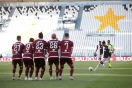 """""""Juventus"""" ir toliau sėkmingai žygiuoja čempionų titulo link"""