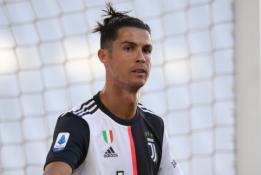 """C. Ronaldo patarė """"Juventus"""" įsigyti gerai jam pažįstamą puolėją"""