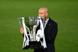 """Z. Zidane'as palygino triumfą """"La Liga"""" pirmenybėse ir Čempionų lygoje"""