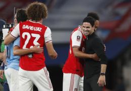 """M. Arteta tikisi, kad pergalė prieš """"Man City"""" padės komandoje išlaikyti P. Aubameyangą"""
