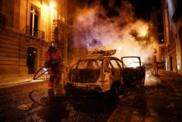 Audringa naktis Paryžiuje: PSG fanai degino automobilius, netrūko susirėmimų su policija