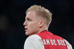 """Oficialu: D. van de Beekas rungtyniaus """"Man Utd"""" klube"""