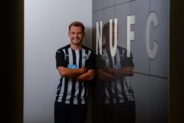 """Oficialu: R. Fraseris pasirašė sutartį su """"Newcastle"""""""