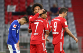 """Monstriškas sezono startas: """"Bayern"""" į """"Schalke"""" vartus kamuolį siuntė net aštuonis kartus"""