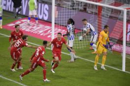 """""""Bayern"""" paskutinėmis akimirkomis išplėšė pergalę mače su """"Hertha"""""""