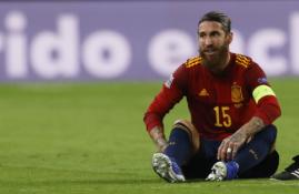 Sausio 26 d. transferai ir gandai: PSG milijonai S. Ramosui ir pasiaukojęs M. Ozilas