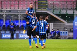 """""""Serie A"""": """"Roma"""" pirmajame kėlinyje susidorojo su """"Parma"""", """"Inter"""" rungtynių pabaigoje palaužė """"Torino"""""""
