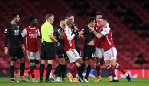 """Krachas tęsiasi: """"Arsenal"""" namuose nusileido """"Burnley"""" ekipai"""