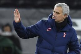 """Oficialu: """"Tottenham"""" atleido J. Mourinho"""