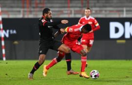 """""""Bayer"""" nepasinaudojo proga pakilti į antrąją """"Bundesliga"""" lentelės poziciją"""