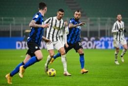 """C. Ronaldo įvarčiai atvedė """"Juventus"""" į pergalę prieš """"Inter"""""""