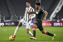"""Ronaldo pasižymėjo dukart, o """"Juventus"""" iškovojo pergalę Italijoje"""