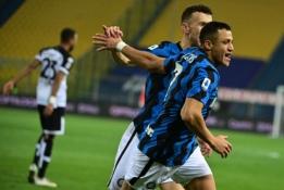 """A.Sanchezo įvarčiai lėmė """"Inter"""" pergalę Italijoje"""