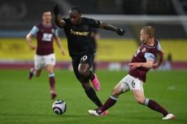 """""""West Ham"""" susitvarkė su """"Burnley"""" ir tęsia kovą dėl vietos Čempionų lygoje"""