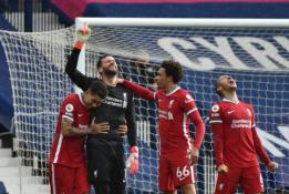 """Alissono įvartis paskutinę akimirką priartino """"Liverpool"""" prie Čempionų lygos"""