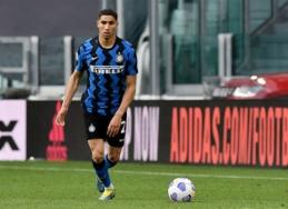 """""""Chelsea"""" sparčiai progresuoja derybose su """"Inter"""" dėl A. Hakimi"""