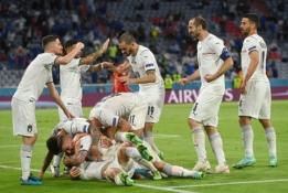 Fantastiško grožio rungtynėse Italija įveikė Belgiją ir užsitikrino vietą pusfinalyje