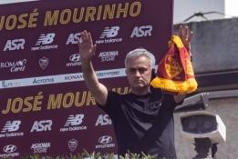"""Debiutinėse J. Mourinho rungtynėse """"Roma"""" varžovams atseikėjo net 10 įvarčių"""