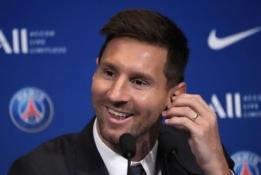 """Paryžiuje pristatytas L. Messi – apie tikslus su PSG, žaidimą šalia Neymaro ir """"Barcą"""""""