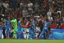 """Į aikštę įsiveržę fanai nutraukė """"Nice"""" ir """"Marseille"""" ekipų susitikimą"""