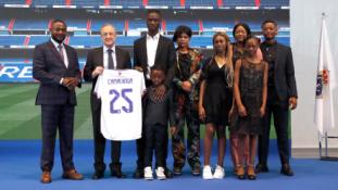 """E. Camavinga oficialiai pristatytas, kaip naujas Madrido """"Real"""" žaidėjas"""