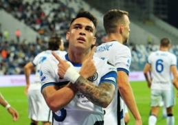 """""""Inter"""" išnešė sveiką kailį iš """"Sassuolo"""" tvirtovės"""