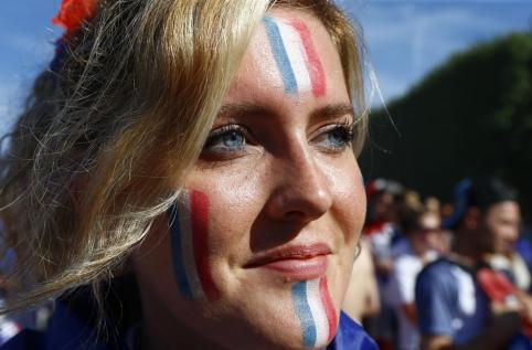 EURO 2016: Karščiausios merginos ir spalvingiausi fanai (V, FOTO)
