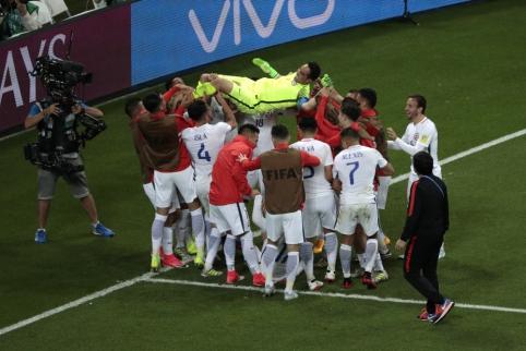 Nuostabiai baudinių serijoje žaidęs C. Bravo atvedė Čilę į Konfederacijų taurės finalą (VIDEO, FOTO)
