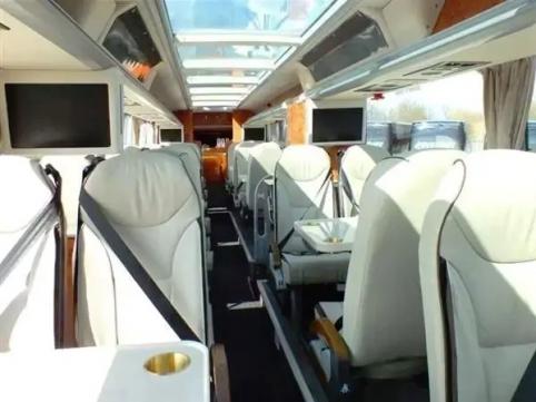 """POP: 400 tūkst. kainuojantis """"Man Utd"""" autobusas - su virtuve ir 45 TV ekranais (FOTO)"""