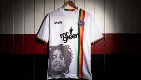 POP: Airijos komandos marškinėliai su B. Marley atvaizdu sujaudino jo sūnų