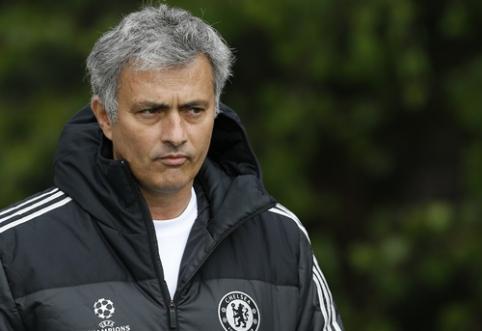 """J.Mourinho: C.Fabregasas nenorėjo grįžti į """"Arsenal"""""""