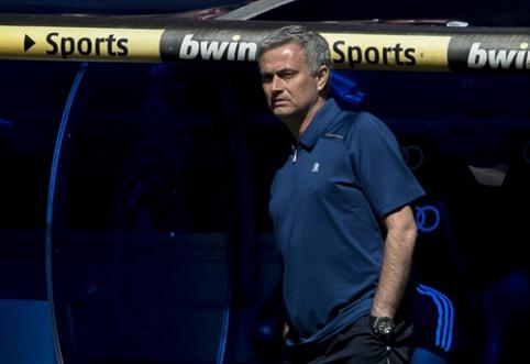 """Buvęs """"Real"""" prezidentas: nenustebkite, jei po sezono J. Mourinho sugrįš į """"Real"""""""