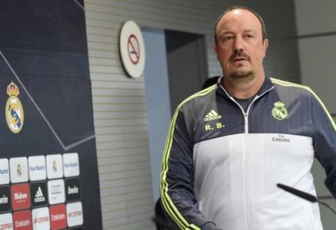 """Kalėdos R. Benitezui baigėsi – oro uoste jį pasitiko perpykę """"Real"""" sirgaliai"""